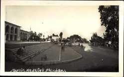 Foto Ak Mersin Türkei, Atatürk Meydan, Straßenpartie, Treppe, Passanten