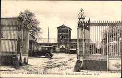 Postcard Bernes Flechin Somme, Ferme de M. Geneste, Eingangstor, Auto, Gebäude