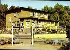 Postcard Forst in der Niederlausitz, HO Gaststätte im Rosengarten, Terrasse