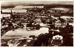 Postcard Schwerin in Mecklenburg Vorpommern, Fliegeraufnahme, Gesamtansicht