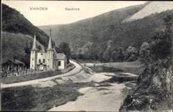 Postcard Vianden Luxemburg, Neukirch, Kirche am Fluss im Tal