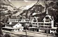 Postcard Grindelwald Kt. Bern Schweiz, Bahnhof mit Fiescherhorn, Gleisseite