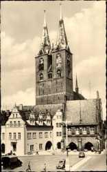 Postcard Stendal in Sachsen Anhalt, Straßenpartie mit Blick auf die Marienkirche