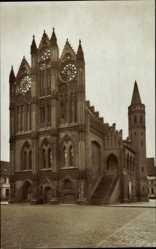 Postcard Tangermünde in Sachsen Anhalt, Straßenpartie mit Blick auf Rathaus