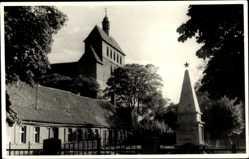Foto Ak Havelberg in Sachsen Anhalt, Blick auf ein Denkmal und Kirche