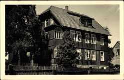 Foto Ak Tanne Oberharz am Brocken, Straßenpartie mit Blick auf Haus Edelweiß