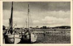 Postcard Insel Hiddensee in der Ostsee, Fischerboote im Hafen