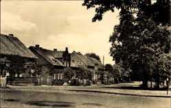 Postcard Glöwen Plattenburg Prignitz, Partie am Dorfplatz