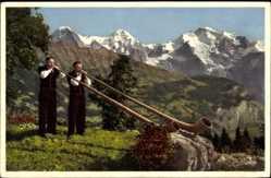Ak Alphornbläser mit Eiger, Mönch und Jungfrau, Tracht