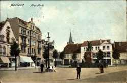 Ak Herford in Nordrhein Westfalen, Blick auf den alten Markt, Denkmal, Passanten