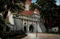 Postcard Legnica Liegnitz Schlesien, Partie am Eingang zur Regierung