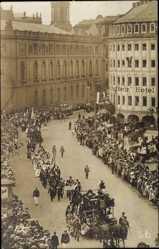 Foto Ak Dresden Zentrum Altstadt, Parade am Stadt Berlin Hotel, Wender