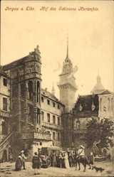 Ak Torgau an der Elbe Nordsachsen, Hof des Schlosses Marienfels, Kutsche