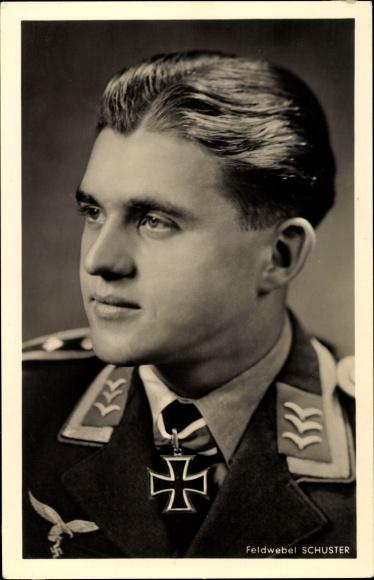Ansichtskarte / Postkarte Feldwebel Erich Schuster, Ritterkreuzträger, ...