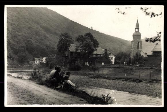 Ansichtskarte / Postkarte Nachrodt Wibling Werde, Blick auf Ort, Kirche, Junge