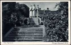 Postcard Bad Pyrmont Niedersachsen, Blick über Treppen zum Kriegerehrenmal