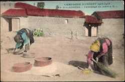 Postcard Mazedonien, Campagne d'Orient 1914 - 1918, Tamisage du Mais