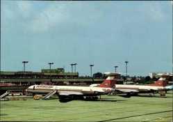 Postcard Berlin Schönefeld, Zentralflughafen, Interflug, Passagierflugzeuge