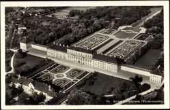 Postcard Schleißheim, Vorderansicht des Schlosses mit Blick auf den Park