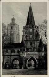 Postcard Ingolstadt, Straßenpartie mit Blick auf das Kreuztor, Kirche