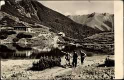 Postcard Hohe Tatra Slowakei, Seepartie mit Blick auf Berge, Zelezne Pleso
