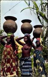 Ak L'Afrique en Couleurs, Porteuses d'eau, Wasserträgerinnen, Brüste, Afrika