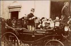Foto Ak König Manuel II. von Portugal, Pferdekutsche, Dom