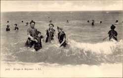 Ak Groupe de Baigneurs, Badegäste am Strand, Familie, Frauenbad