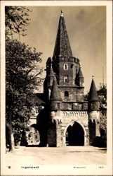 Postcard Ingolstadt, Blick auf das siebentürmige Kreuztor, erbaut 1385