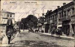 Postcard Kowel Ukraine, Lucker Straße, Straßenpartie, Passanten, Soldaten