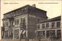 Postcard Kowel Ukraine, Hotel Victoria, Straßenpartie, Passanten