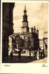Ak Poznań Posen, Ansicht vom Rathaus, Passanten, Marktstände