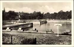 Ansichtskarte / Postkarte Riesa in Sachsen, Blick in das Stadtbad, Sprungturm, Schwimmbecken