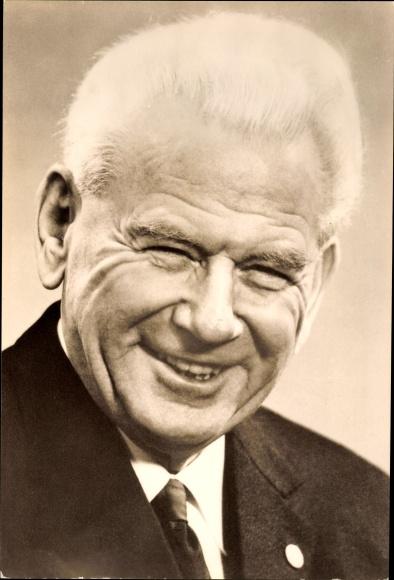 Ansichtskarte / Postkarte Hermann Matern, Deutscher Politiker der KPD und SED, Portrait - 943024