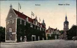 Postcard Riesa Elbe, Straßenpartie mit Blick auf das Rathaus