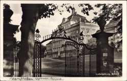 Postcard Ludwigsburg in Baden Württemberg, Partie am Eingang des Schlosses