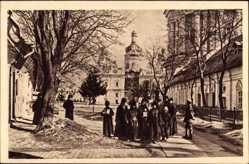 Postcard Kiew Ukraine, In den Anlagen des Klosters, Gebäude, Weg