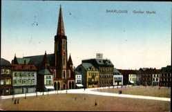Postcard Saarlouis im Saarland, Blick auf den großen Markt mit Kirche, Häuser