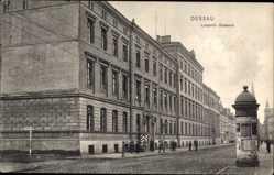 Ak Dessau in Sachsen Anhalt, Straßenpartie mit Blick auf Leopold Kaserne