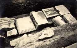 Foto Ak Ausgrabungsstätte, Steinreliefs, Kolumnen