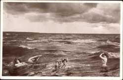 Ak Junge Frauen baden im offenen Meer, NPG 455 7, Uranotypie