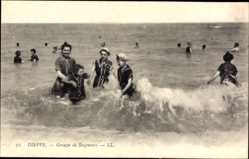 Ak Dieppe Seine Maritime, Groupe de Baigneurs, Badende Frauen, Meer