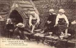 Ak Pardon de N. D. de Rumengol, la Fontaine sacree, Ablution des Pelerines