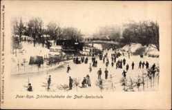 Postcard Riga Lettland, Schlittschuhbahn der Städtischen Realschule, Eisläufer