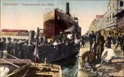 Postcard Saloniki Griechenland, Debarquement des Allies, Seeleute, Dampfschiff