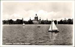 Neues Rathaus, Segelboot