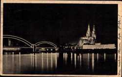 Brücke und Dom mit Nachtbeleuchtung