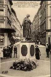 Monument eleve a la memoire de Gabrielle Petit